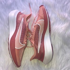 NIKE Zoom Gravity running shoes NWOT